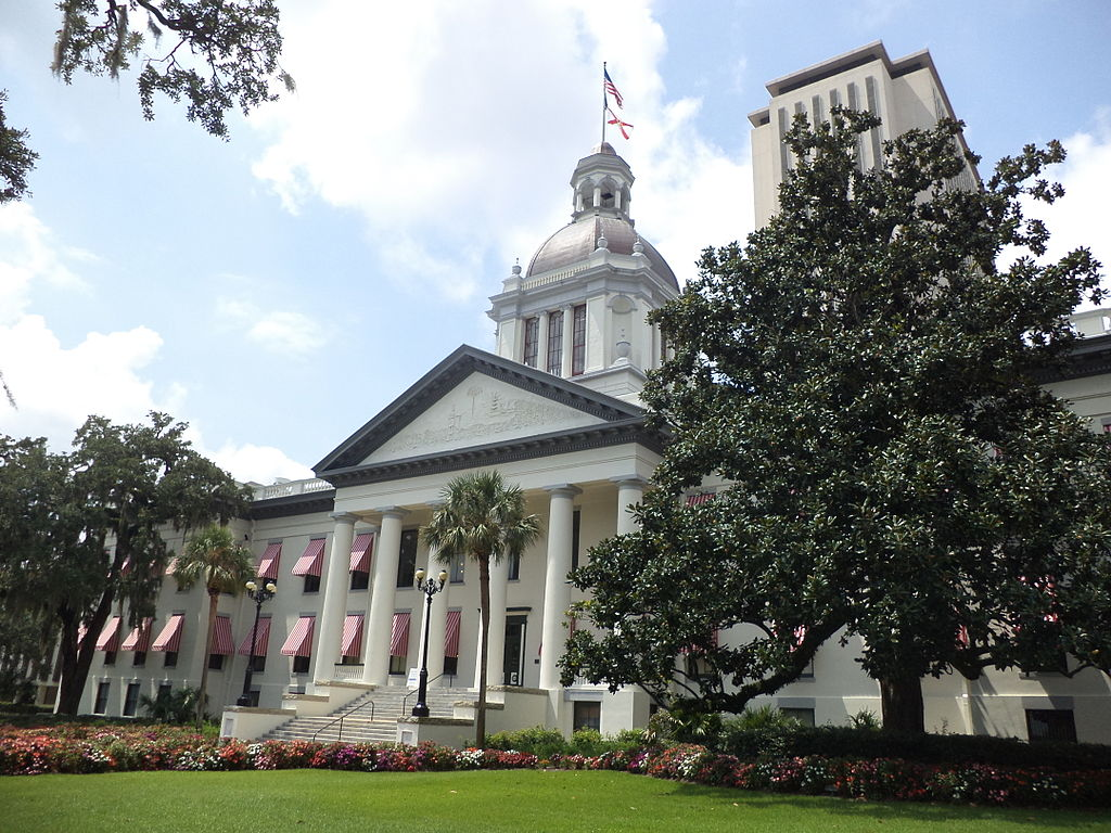 1024px-Floridau2019s_Historic_Capitol_and_Florida_State_Capitol_1
